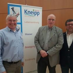 Peter Wolff (links) trifft in Frankfurt den Vorsitzenden des Verbandes Deutscher Kneipp-Heilbäder und Kneipp-Kurorte Achim Bädorf, mit dem er früher als Bürgermeister häufiger zu tun hatte, sowie den stellvertretenden Landesvorsitzenden Andreas Ott aus der künftigen Landesgartenschaustadt Bad Schwalbach